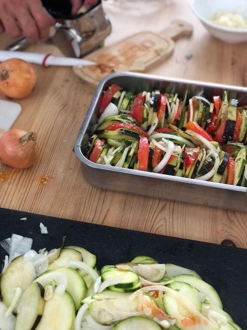 tian de légumes : courgettes , aubergines , oignons , tomates